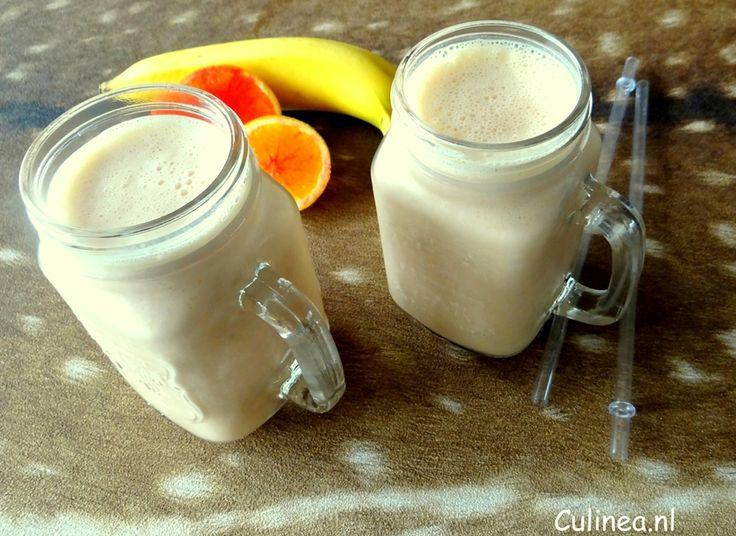 Bloedsinaasappel banaan smoothie. Het is weer de tijd van bloedsinaasappelen en ik ben er gek op.Deze friszure smoothie is heerlijk als ontbijt.