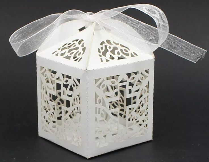 cajas caladas para velas led souvenir/bautismo/ comunion. Medidas 5 x 5 x 7,5 cm de hechas en papel perlado