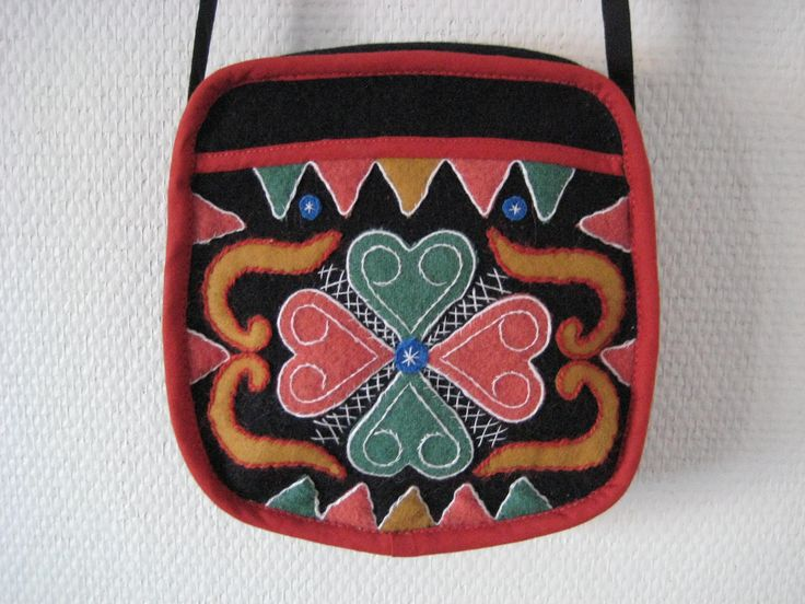 Yllebroderad handväska (Wool embroidered bag)