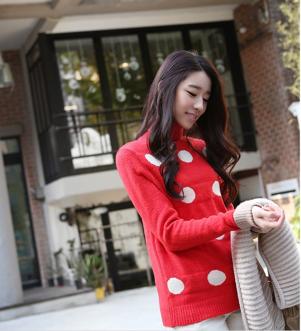 Adorable red sweater!! See more on thehallyu.com