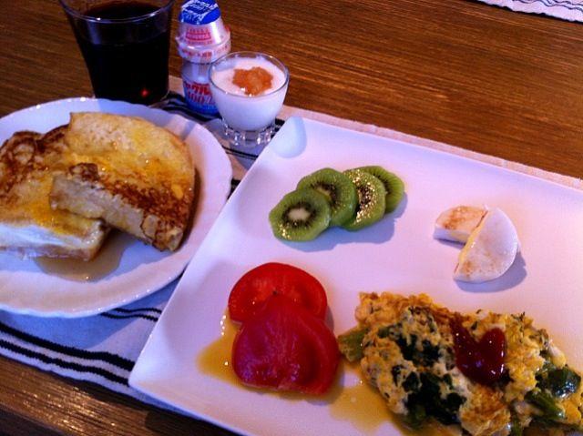 おはようございます!今朝は、朝から、ウォーキングいって朝食も、美味しく感じます。朝のウォーキングは、新緑の香りがして気持ちよかったー。さー、今日は、週の中日の水曜日。がんばっていきましょう(^O^☆♪ - 12件のもぐもぐ - フレンチトースト  オムレツ(ほうれん草入り)  キウイ   トマト  チーズはんぺん  グレープジュース  ヤクルト  ヨーグルトりんご by 126kei