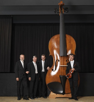 The World`s Biggest Violin: Biggest Violin, World Largest, Music Instruments, Awesome, Beautiful, Largest Violin, Plays Violin, 40 Guinness, World Records