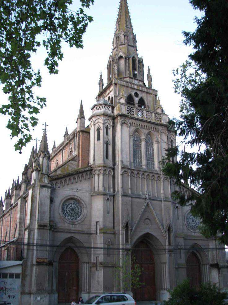 Iglesia antigua en Talca. // A very old cathedral in Talca. (VII Región)