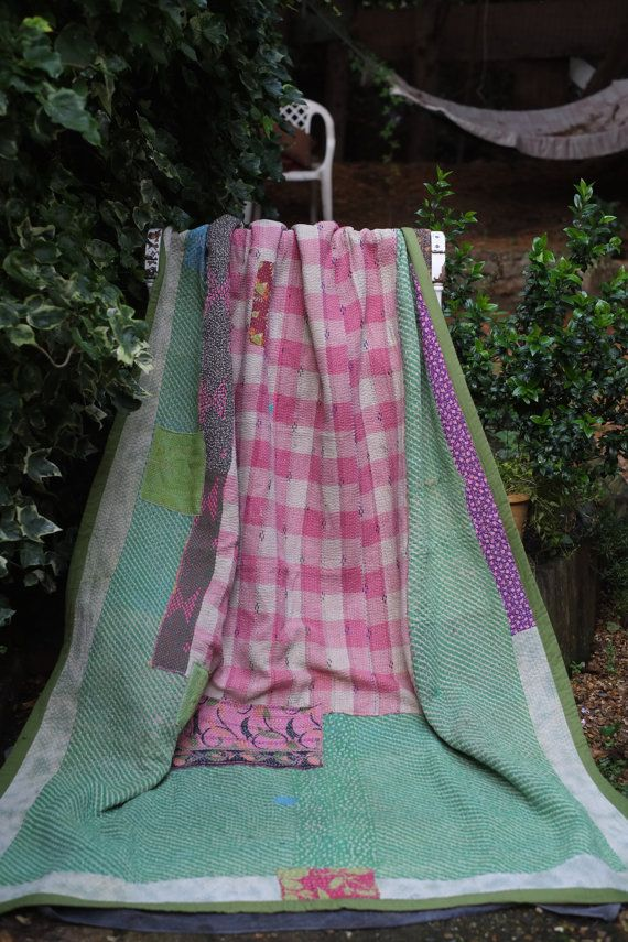 Pink Kantha Quilt ,Sari throw, Sari Blanket, Kantha Blanket,  Kantha Throw, Indian Quilt, Coverlet, Ralli Quilt,Kantha