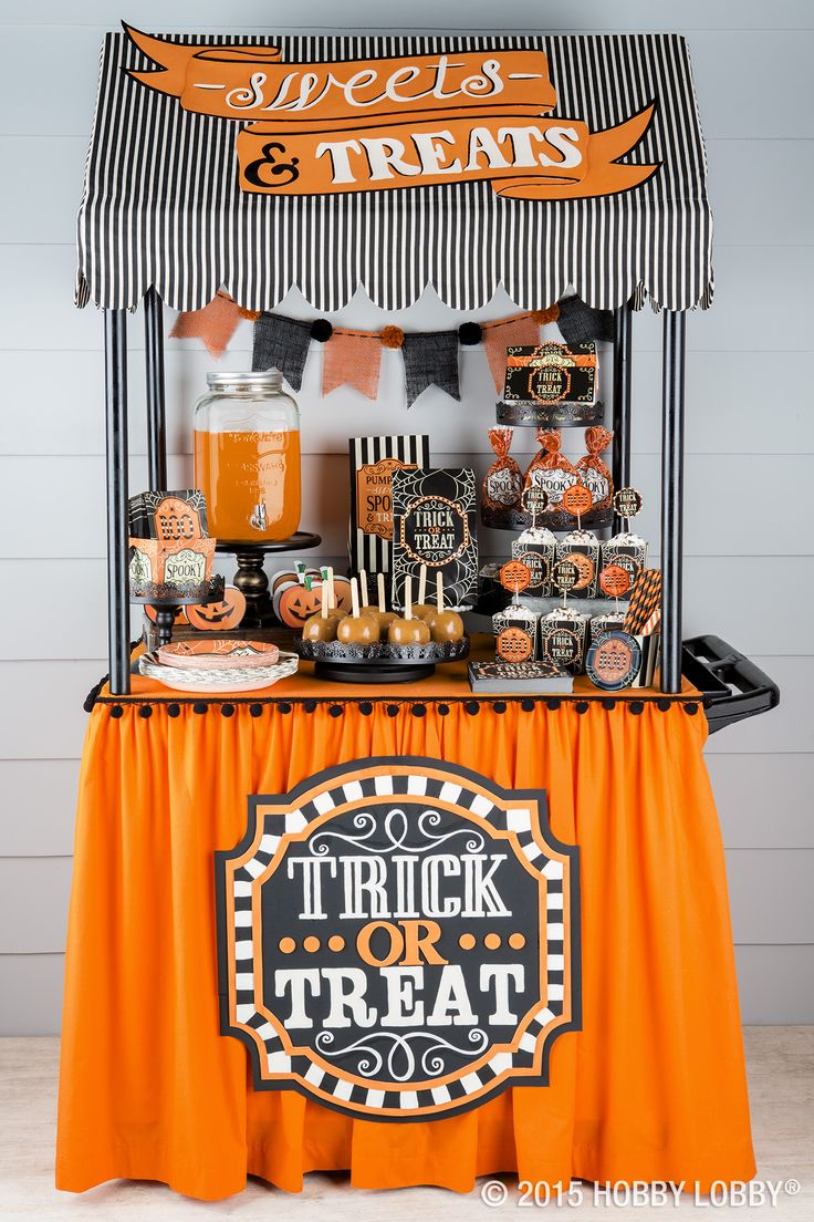Your doorstep will be the talk of the town with this too-cute-to-pass display! From punch to candy to caramel apples, you've got every sweet treat covered.