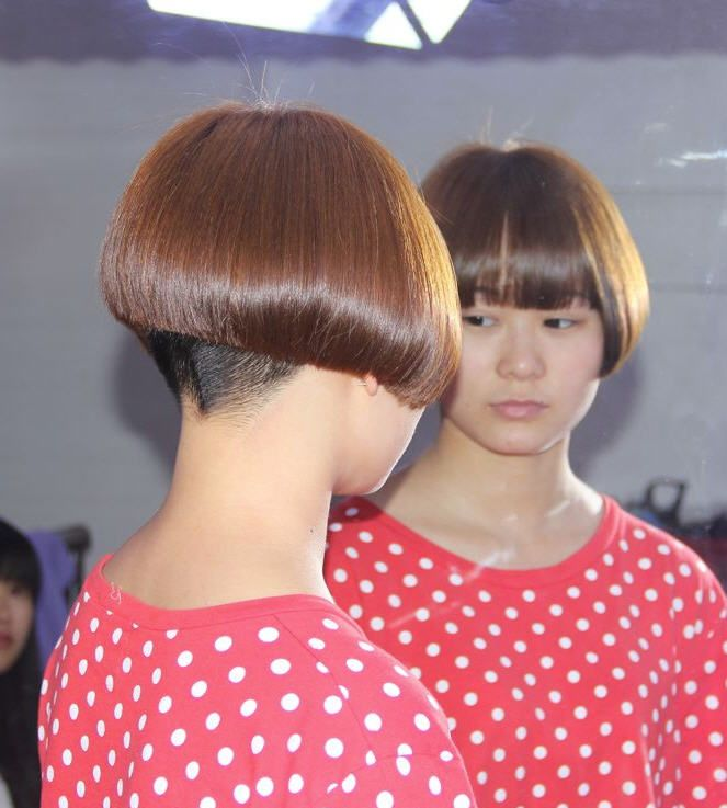 17301 cheek length bobs