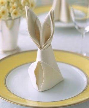 Comment faire un joli pliage spécial #Paques ? #lapin #serviette