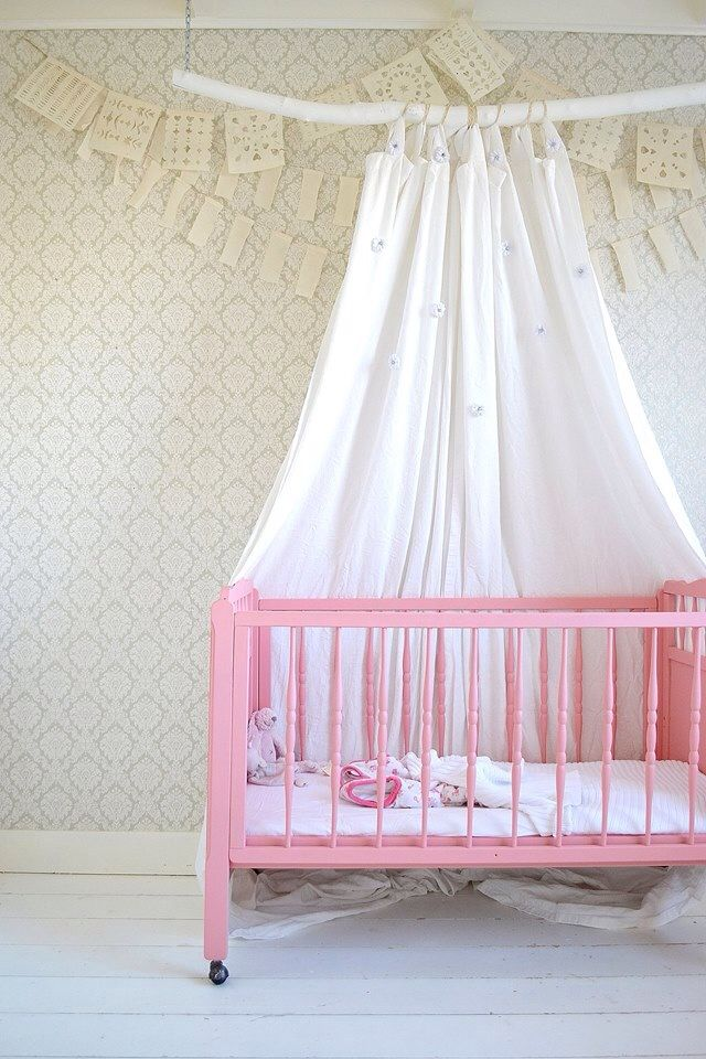 FRIVOLE nursery, girlsroom, kidsroom, vintage wallpaper swiet.be, paper and linen garland Sukha Amsterdam, Frivole white canopy, tent, branch, diy, pink cot -Painting the Past 'sweetheart', white floor