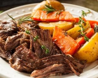 Boeuf braisé à la courge butternut et aux pommes de terre au thym : http://www.fourchette-et-bikini.fr/recettes/recettes-minceur/boeuf-braise-a-la-courge-butternut-et-aux-pommes-de-terre-au-thym.html
