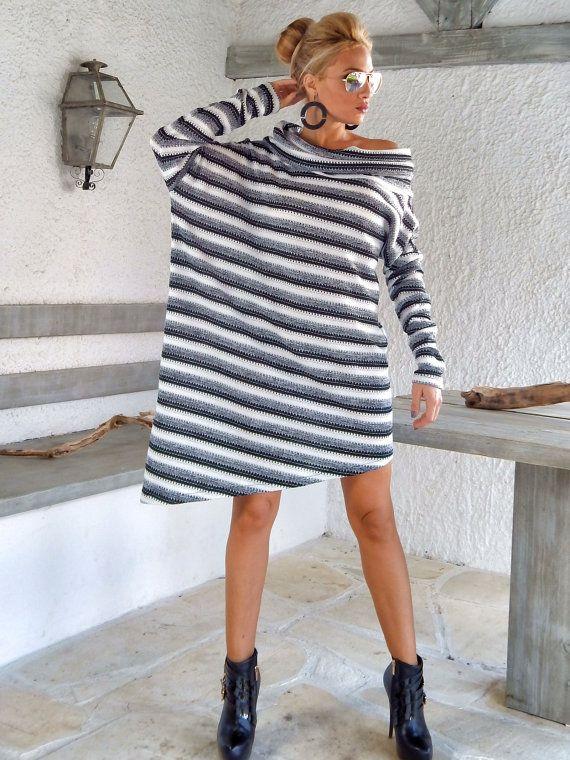 Inverno caldo maglia camicia asimmetrica tunica / bianco e nero inverno caldo tunica / asimmetrica camicetta / Oversize sciolto Blusa / #35141 Questa elegante e confortevole camicia asimmetrica è una creazione must have. Si può indossare con i pantaloni, con i jeans o con collant. -Elemento handmade -Materiali: Caldo maglia nero & bianco tessuto elasticizzato in lana -Il modello indossa: taglia - piccolo, colore-bianco e nero -Fit: Vestibilità ampia -Lunghezza: ...