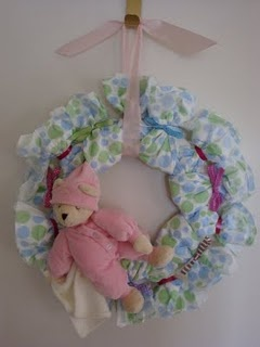 """Love this """"Diaper Wreath"""" idea. So cute!: Open Close, Baby Shower Diapers, Gift Ideas, Diapers Wreaths, Stuff To Make, Breast Homemade, Baby Gift, Baby Stuff, Baby Shower"""