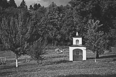 bwstock.photography - photo | free download black and white photos  //  #village #chapel