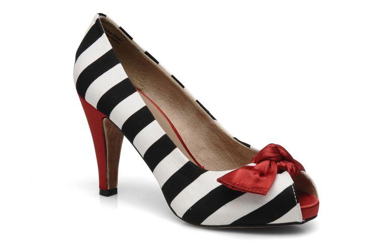 ouh j'kiffe bien les chaussures rayées et le petit noeud rouge :-)