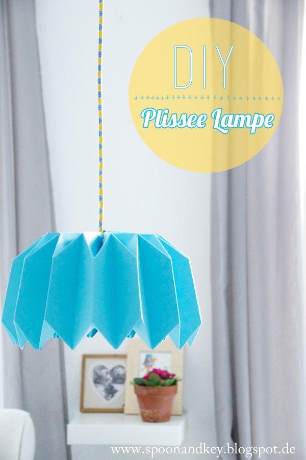 DIY Plissee Lampe: So faltest du den Lampenschirm in 10 Schrittenhttp://spoonandkey.blogspot.de/2015/02/diy-plissee-lampe-so-faltest-du-den.html