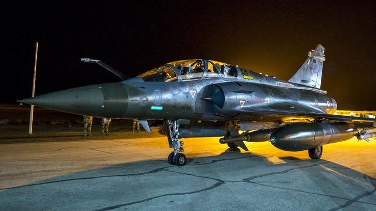 Dix chasseurs ont largué 20 bombes sur Raqqa, annonce le ministère de la Défense.