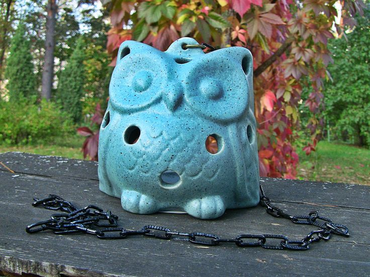 Sweet ceramic owl is suitable for inside and outside uses. Hung it by a chain. So simple but still beautiful.