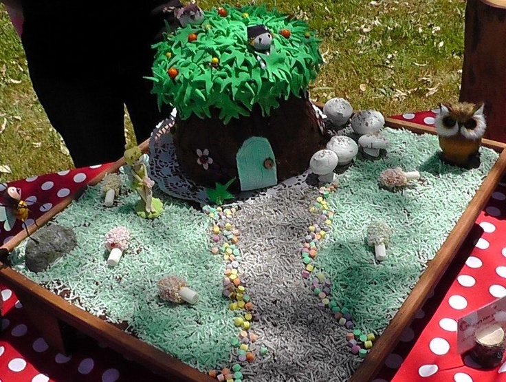 The Magic Faraway Tree cake.
