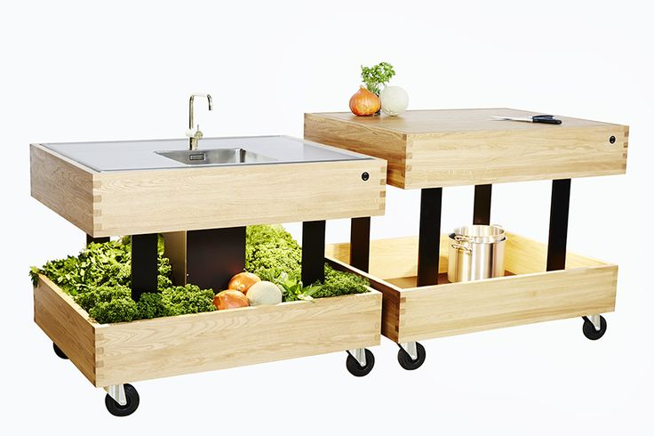 Growbox is designed by Philip Bro, and is a kitchen intended for the urban and compact living. It is height adjustable, and the very flexible due to the wheels. #designmeetsmovement #movingkitchen #ergonomickitchen #flexiblekitchen #compactliving #urbanliving