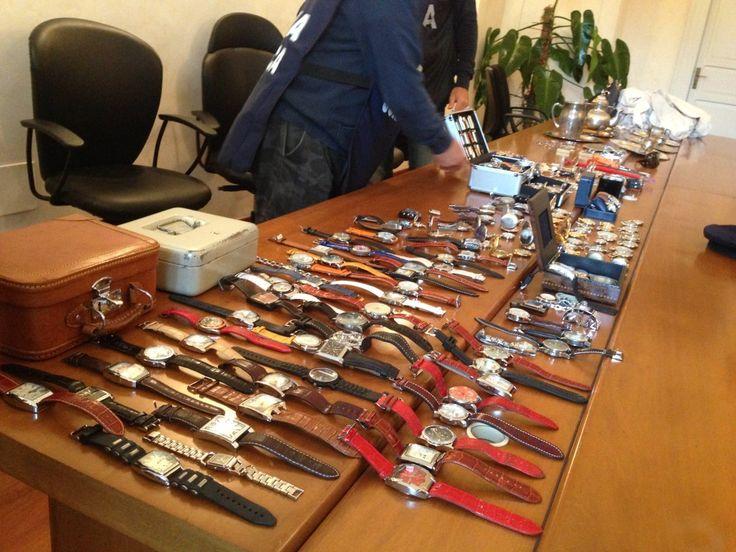 Arrestato ladro con sacchi di orologi, gioielli e denaro contante