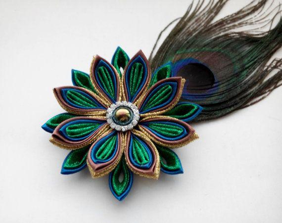Peacock feather flower hair clip /Hair por AirinFlowers en Etsy