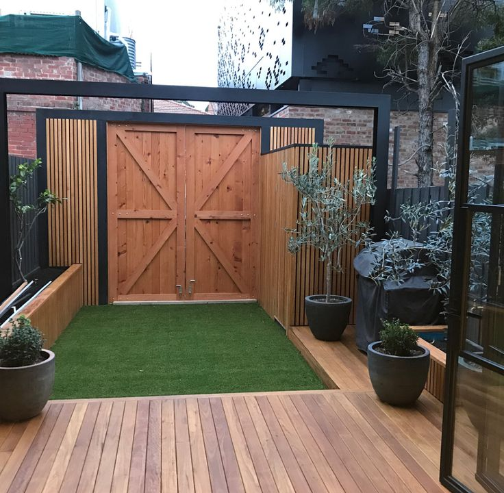 Back gates never looked better thanks to Black Door Building in Melbourne, who did a marvellous job on this al fresco paradise in Carlton! The barn door gates are made from our recycled oregon – salvaged from the Tottenham Munition Stores. Not long until that barbie can be fired up – yeehaw!