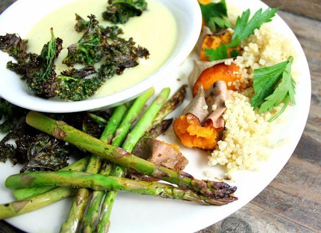 Oppskrift Veganmiddag Helbakt Søtpotet Enkel Blomkålsuppe Quinoa Asparges Balsamico Grønnkålchips
