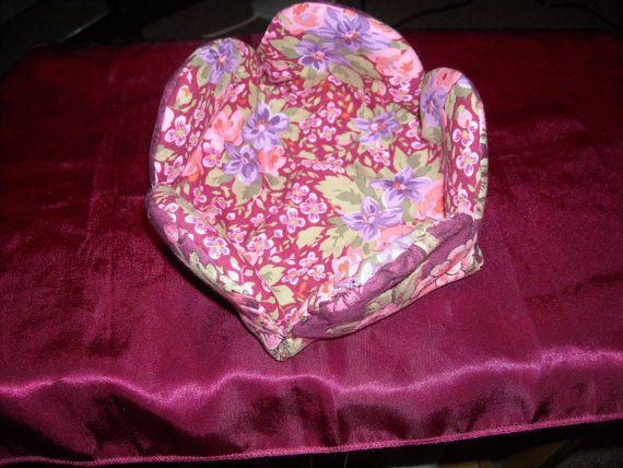 Cute flower shaped basket. Great for keys, change, etc.
