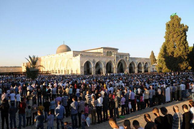 UNESCO Akui Masjid Al Aqsha Sebagai Tempat Ibadah Kaum Muslimin dan Situs Peradaban Islam  Setiap bulan Ramadhan seratusan ribu umat Islam shalat Jumat di Masjid Al Aqsha kiblat pertama kaum Muslimin  KAIRO (SALAM-ONLINE): Organisasi Persatuan Bangsa-Bangsa (PBB) untuk Pendidikan Ilmu Pengetahuan dan Budaya (UNESCO) kini telah mengakui Masjid Al Aqsha sebagai situs suci sekaligus tempat ibadah umat Islam dan peninggalan peradaban Islam.  UNESCO memutuskan itu setelah melalui perdebatan…