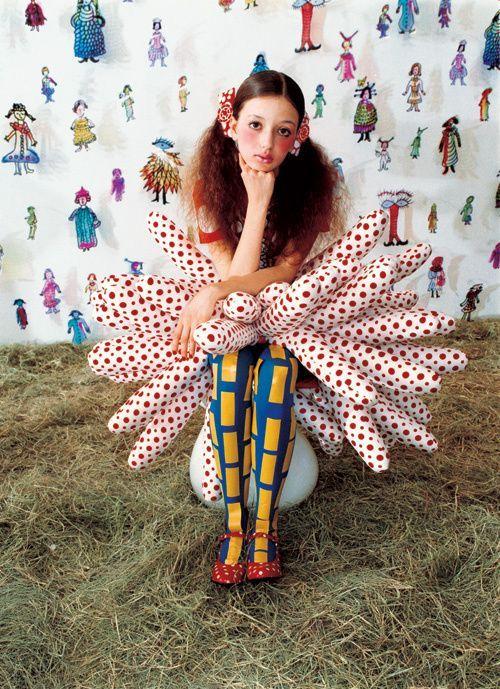 きゃりーぱみゅぱみゅの衣装を手がけていることで有名なスタイリスト、飯島久美子さん。でも、彼女が手掛けているのはきゃりーだけじゃないんです!街でみかけるハイセンスなスタイリング、実はあれもこれも飯島久美子さんが手掛けています。彼女の世界観に圧倒されましょう*