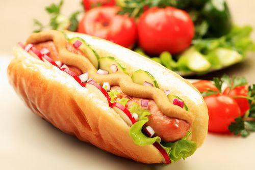 Domácí hot dogy (párky v rohlíku) – COOP Club