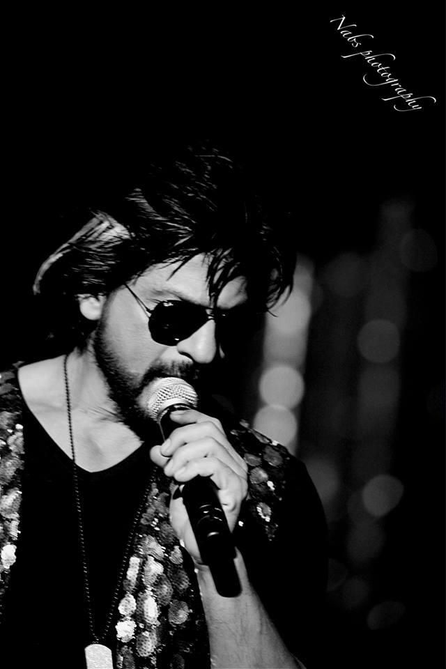 #SRK7Million @Olivia Gulino SRK pic.twitter.com/O83I7uwdsW