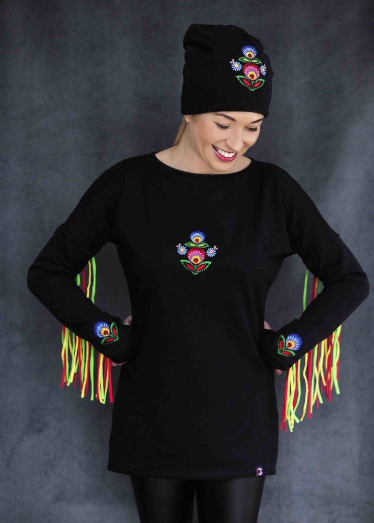 Bluza dresowa inspirowana wzorami łowickimi, ozdobiona kolorowymi frędzlami. http://pl.dawanda.com/product/57383715-Bluza-dresowa-z-fredzlami-i-haftem