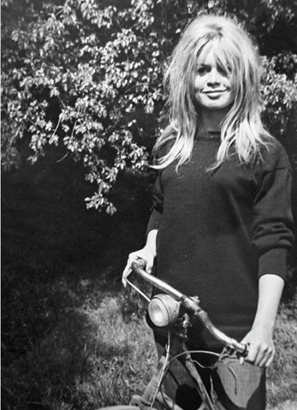 Brigitte Bardot - yes. Yes to the hair, the heavy eye, and the carefree smile. You so get it, and I so want it.