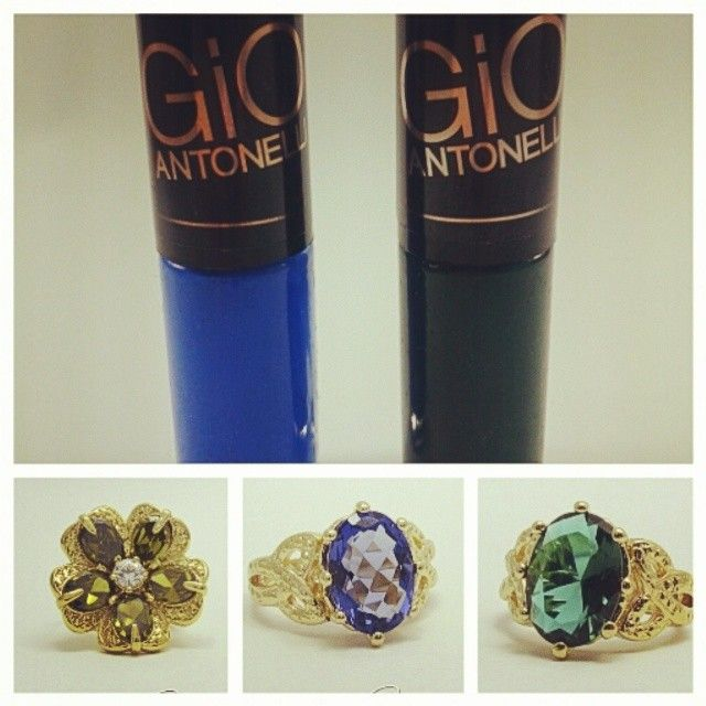 A atriz Giovanna Antonelli esta fazendo moda com sua coleção de esmaltes. O azul (Frio na barriga) é febre. Agora ela esta usando verde (Alegria), outra cor lindíssima!!! Que tal combinar o seu esmalte favorito com uma linda semijoia!!! Anéis folheados a ouro, com cristais verdes e azuis. Bom dia!! #cassie #semijoia #gio #anel #anelismo #bomdia #good #happy #trend #look #estilo #likes #love #esmaltes