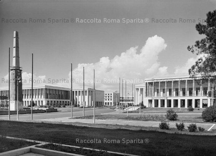 EUR Piazza Imperiale, (oggi Guglielmo Marconi) – L'Obelisco è in via di ultimazione. Anno: 1959