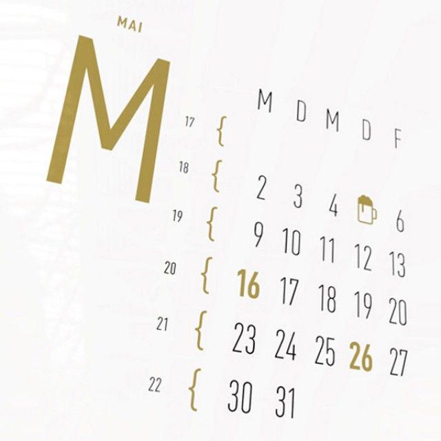 12 Monate klar und übersichtlich auf einen Blick. Der Wandkalender kennzeichnet sich durch 25 goldene Icons, stellvertretend für die wichtigsten Fest- und Feiertage. Darüberhinaus werden auch die Tage der Zeitumstellung und der Beginn einer neuen Jahreszeit iconografisch hervorgehoben. Als Geschenk oder für die eigenen vier Wände. Fürs Büro, die Küche oder Diele. Und für alle, die es aufgeräumt und gut gestaltet mögen. Made in Berlin.Dieser Kalender wurde 2016 beim German Design Award in der…