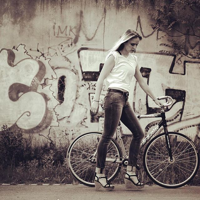Repost from @lenia_lalea Streets of #berlin by #🚲 . . . . #streetart #streetstyle #art #instamood ##graffitiart #berlinmohabit #spree #streetfashion #boyfriendlook #albertopants #lovethistrousers #velo #starbicycle #bike #fixiegirl #fixielove #fixiegear #fixie #instabike