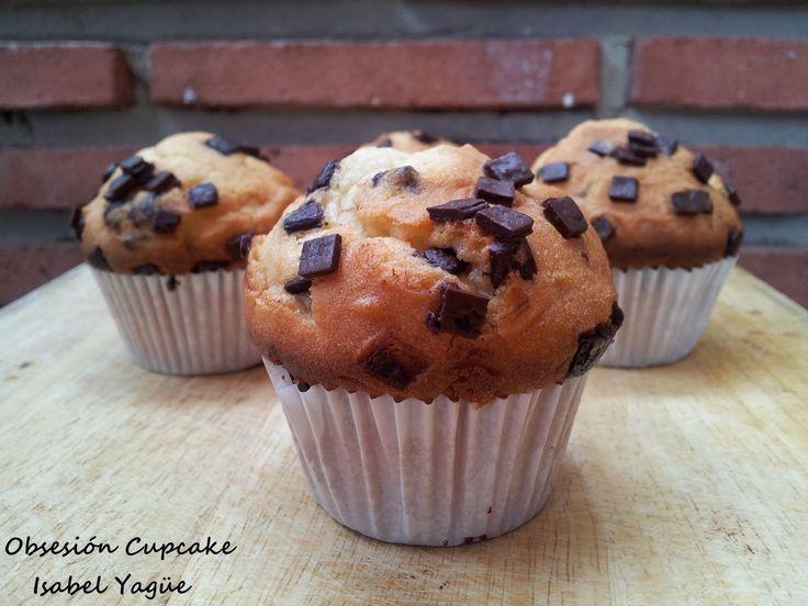 Aquí os traigo mi segunda receta después de las vacaciones y la elegida es.....Muffins con pepitas de chocolate.   La verdad es que c...