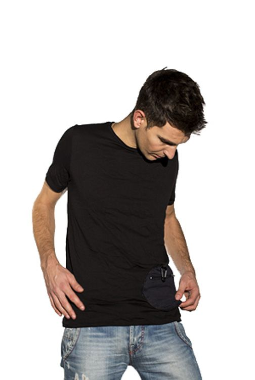 The t-shirt have a pocket that protects your personal items! #tshirt #pochette #pocket #multifunctional #products #design #tgh24
