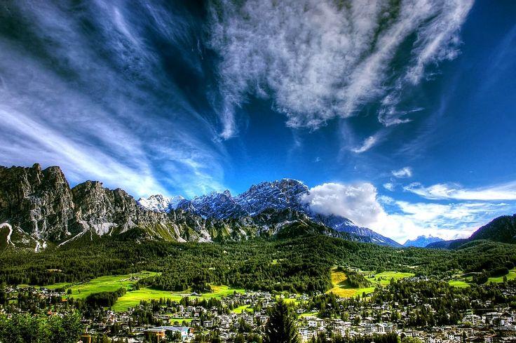 Cosa fare e cosa vedere a Cortina d'Ampezzo, dove la montagna si fa ricca - Vedi tutto su http://www.ilcomuneinforma.it/viaggi/6499/cortina-dampezzo-dove-la-montagna-si-fa-ricca/