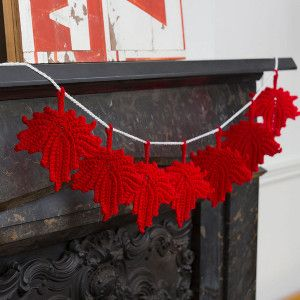 Maple Leaf Fall Crochet Décor.  Free pattern.  Fall is coming!