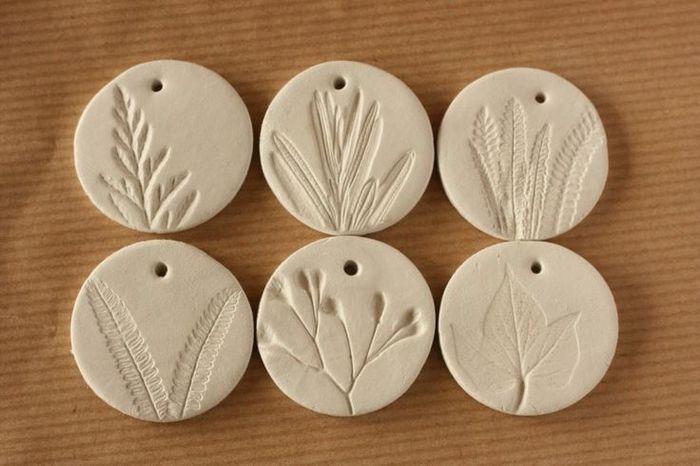 ハーブなどの植物を型にするアイディア。                                                                                                                                                                                 もっと見る