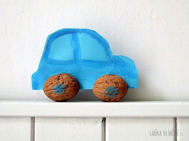 Auto ze skořápek vlašských ořechů