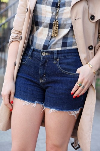DIY cutoff shorts. harder than it sounds... believe me... but this tutorial makes it easier! you won't ruin another pair of perfect cast-offs again