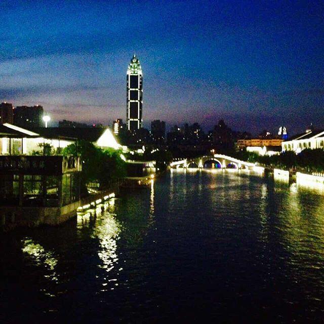 Night life • Wenzhou,China •温州,中国  #中国 #温州 #夜景 #emaxu #emaxuinchina #emaxuexperience #XuFactor #china #wenzhou #night