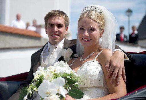 Am 14. Juli 2010 hat Lahm seine Claudia in Aying geheiratet. Foto: dpa