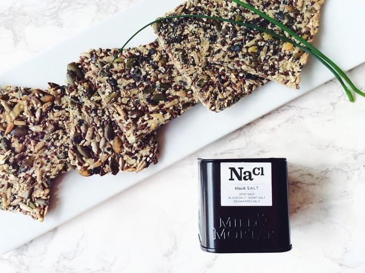 Glutenfrit knækbrød med sort salt
