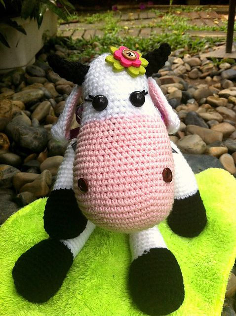 FREE PATTERN - Ravelry: Project Gallery for The Spotless Cow. pattern by Sabine Ingrao, thanks so for share xox