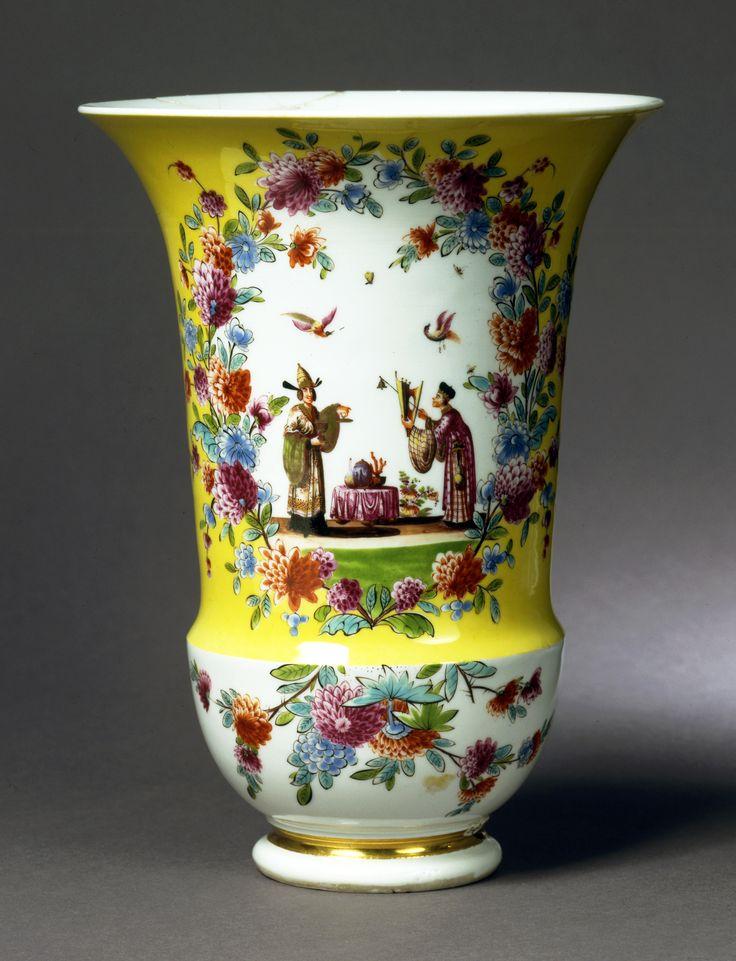 Meissen, c. 1730 Porcelain Vase | H: 23.5 cm; Diam. at rim: 17.6 cm