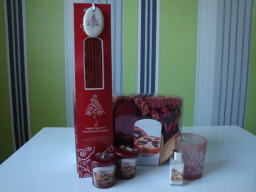 Cranberry and Pomegranate Scented Christmas Colony Candle Gift Set | eBay